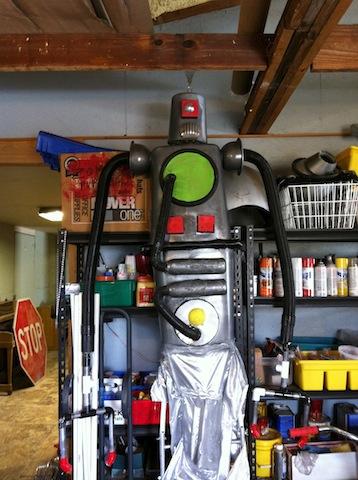 giant-robot-puppet